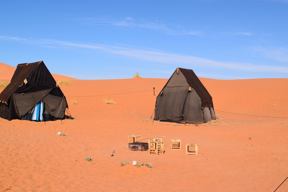 Luxury c&s have large white tents on the exterior. They are all hanmade (sew by hand) and can differ on the interior depending on each person design. : sahara tents - memphite.com